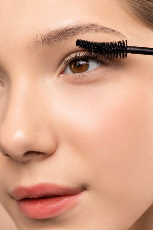 Embelezamento do olhar e Depilação com Linha